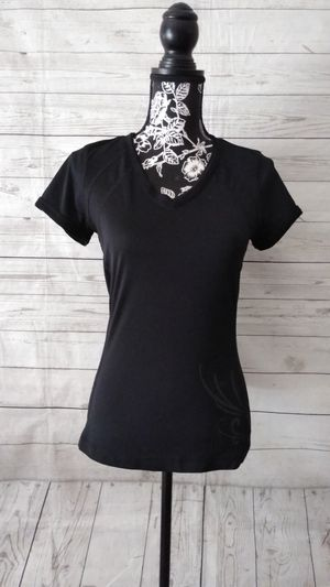 Beautiful Shirt , women's size small ( excellent condition ) for Sale in Frederick, MD