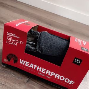 NEW Waterproof winter shoes / slippers men size 9 for Sale in Moreno Valley, CA