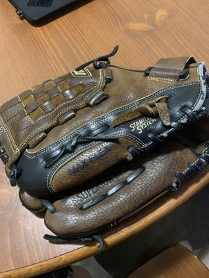 "Mizuno Max Flex Classic Soft 11.75"" LFT Baseball Feilders Glove Basket for Sale in Farmville, VA"