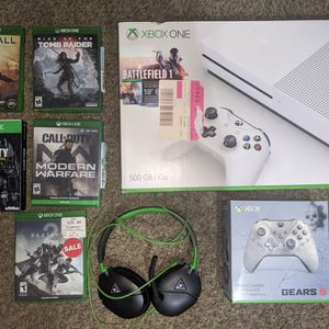 Xbox 1 S Bundle new controller + 5 Games + Headset for Sale in Clermont, FL