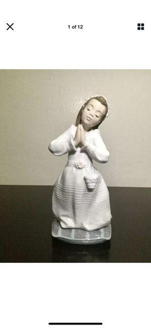 Vintage LLADRO Figurine Girl at Communion Prayer for Sale in Brooklyn, NY