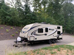 2017 Keystone Bullet 2070bh Travel Trailer Camper for Sale in Glastonbury, CT