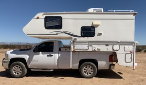 2001 summerwind camper with slide out and generator for Sale in Phoenix, AZ
