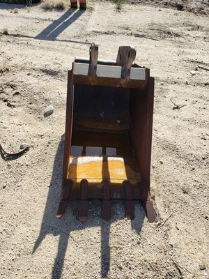 2ft Ford new Holland backhoe bucket for Sale in Phelan, CA
