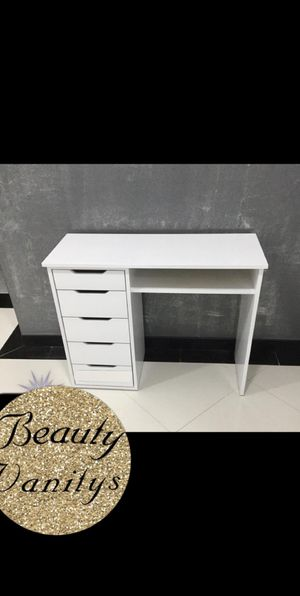 Nail tech table for Sale in Corona, CA