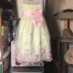 Little girls dress for Sale in Everett,  WA