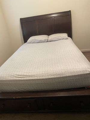 Bedroom set - Mirror, Bed frame, Mattress for Sale in Dinuba, CA