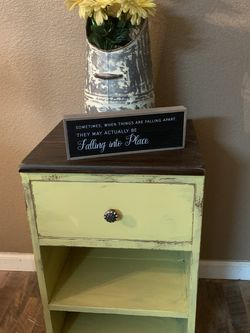 Vintage Nightstand Only (1) $75 Firm for Sale in Madera,  CA