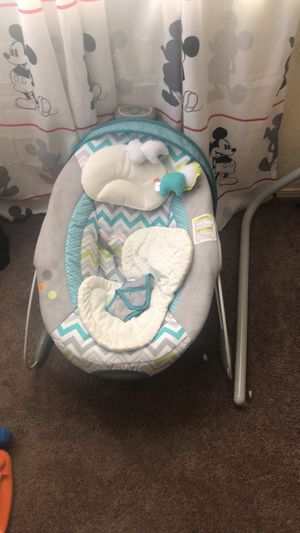 Baby swing and bouncer for Sale in Hazelwood, MO