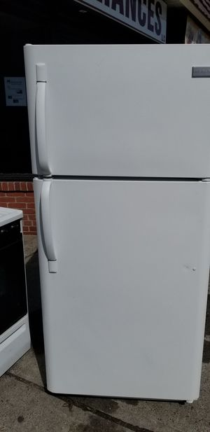 Usted refrigerator in very good condition for Sale in Stamford, CT