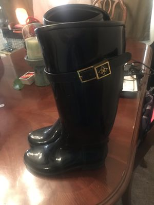Women's size 7 rain boots for Sale in Baltimore, MD