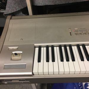 Keyboard Korg Triton Studio 88keys for Sale in Renton, WA