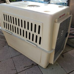 X-LARGE PLASTIC KENNEL for Sale in Chandler, AZ