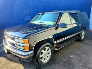 99 Chevrolet Suburban**$2750**3rd Row**4x4** for Sale in Detroit, MI