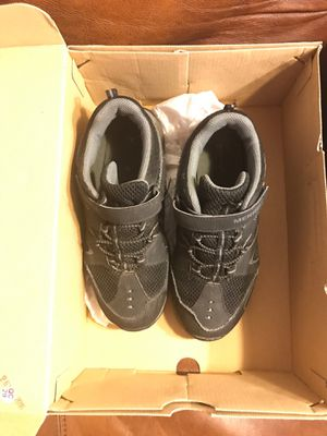 Boys Merrell Hiking Boots Shoes 4.5 Snow Boots Size 6 for Sale in Mansfield, TX