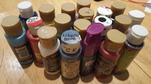 All 18 bottles of Acrylic color Paint 2 oz. By Americana, used, leftover and full bottle of blending medium gel. Great for art class and fun painting. for Sale in Long Beach, CA