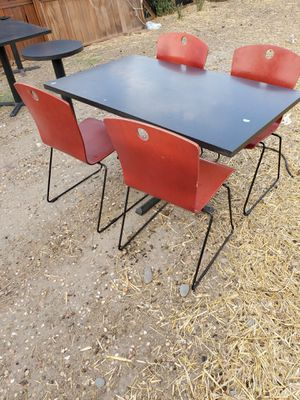 Tables and chairs. Mesas y sillas for Sale in French Camp, CA