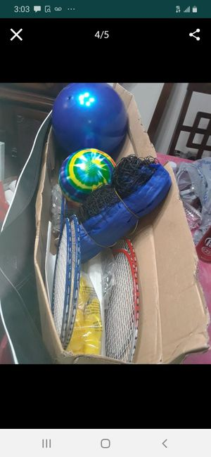 Vollyball with rope 4 Rackets & 2 Balls with carrying case $25.00 cash only (serious buyers) for Sale in Dallas, TX