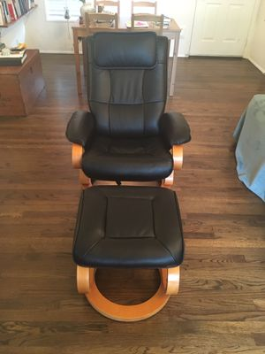 Manual Swivel Recliner with Ottoman for Sale in Portland, OR