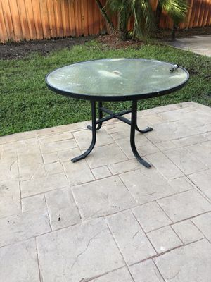 Free patio table for Sale in Miami, FL