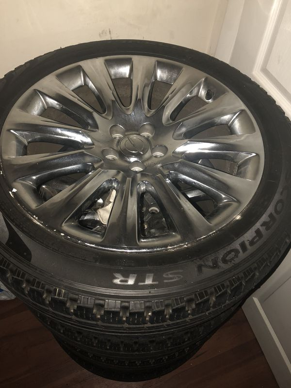 Chrome Chrysler Rims tire tread great condition