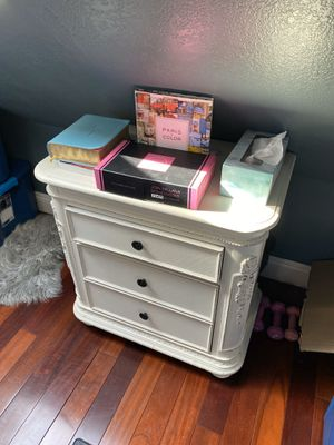 2 white solid wood night stands for Sale in Los Angeles, CA