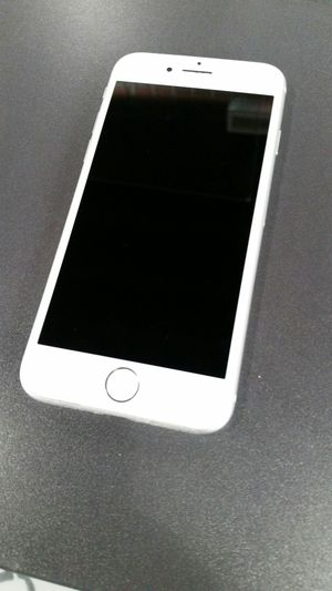 Iphone 8 silver for Sale in Kennewick, WA