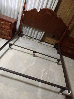Broyhill queen 4 piece bedroom set for Sale in Auburn, WA