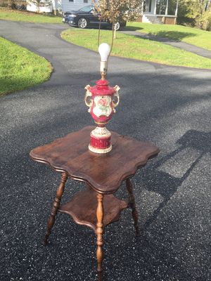 Antique accent table with vintage lamp for Sale in Darlington, MD