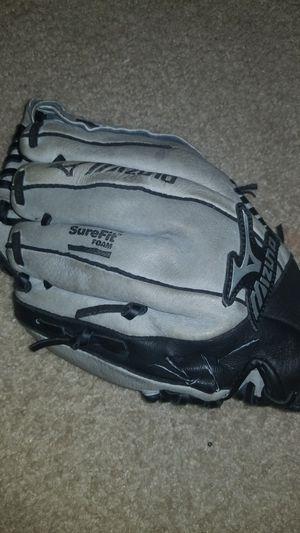 Mizuno kid left hand baseball glove for Sale in McDonough, GA