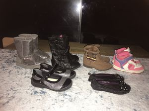 size 7 girls all 6 for $12 shoes boots for Sale in Chicago, IL