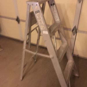 4 Ft Aluminum Step Ladder With Tray for Sale in Scottsdale, AZ