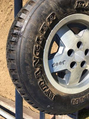 Tires and wheels for Jeep Wrangler (5) for Sale in Jurupa Valley, CA