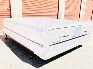 Medium firm queen bed.. DELIVERY 😃 for Sale in Las Vegas, NV