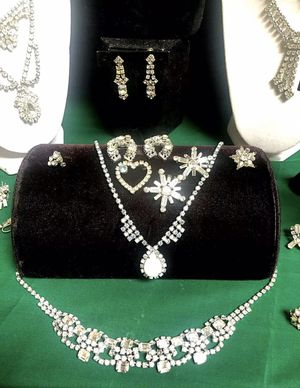 Lot vintage jewelry set 1930s-1980s for Sale in Greenville, SC