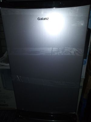 Galanz 4.3 cubic feet single door stainless steel bar cooler/mini fridge for Sale in Dallas, TX
