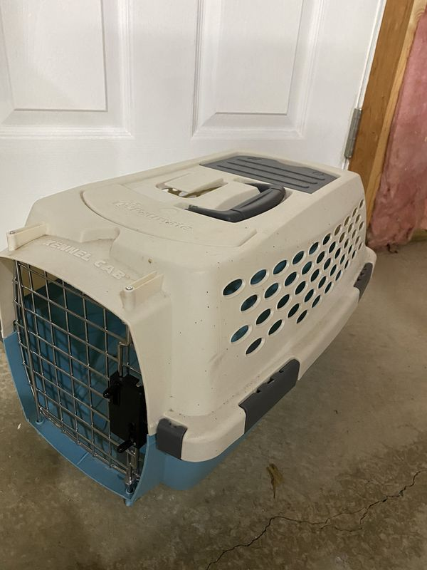Pet carrier. Small dog/cat.