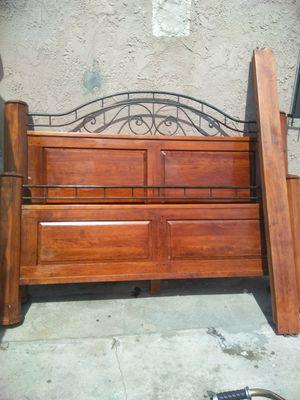 Cama es grande y es 100% madera for Sale in Los Angeles, CA