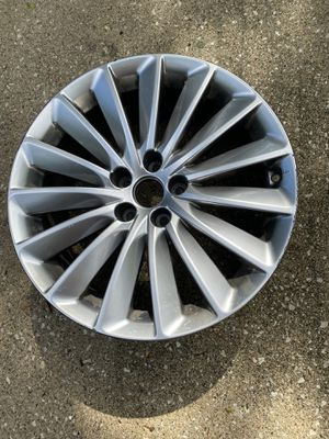 Hyundai Equus 2014 oem rim. Straightened by Chicago Wheel Co. has some curb rash. $180 cash. for Sale in North Riverside, IL