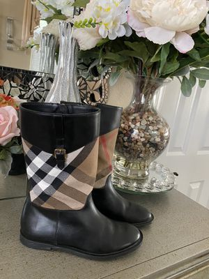 BURBERRY BOOTS FOR GIRLS. Sz 34 EU for Sale in Elk Grove, CA