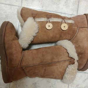 UGG Australia Boots Women's Size 8 for Sale in Damascus, OR