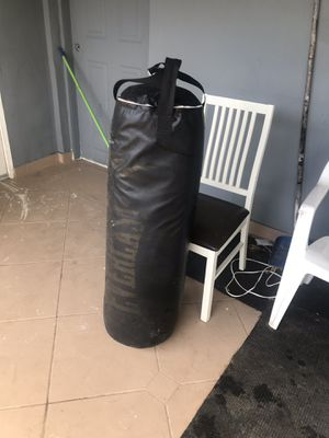 Everlast punching bag 80Ib for Sale in Miami Springs, FL