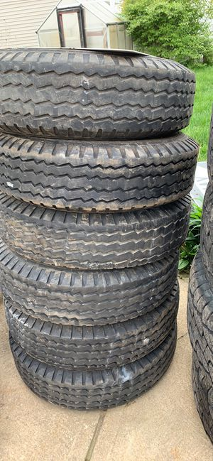 205 75 14 Carlisle trailer tires for Sale in Brook Park, OH