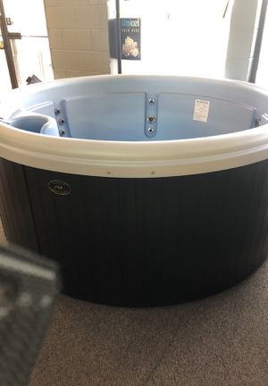 Classic series Nordic hot tub Impulse for Sale in Colorado Springs, CO
