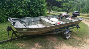 John boat 14ft with trailer and 15hp mercury motor ready to go fishing. $2500 for Sale in Equality, AL