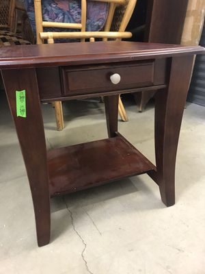 Medium sized coffee table in good condition for Sale in Alexandria, VA