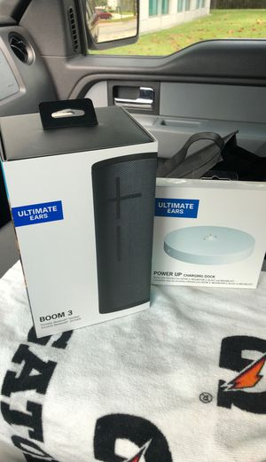 UE BOOM 3 w/ Wireless Charging Dock for Sale in Wesley Chapel, FL