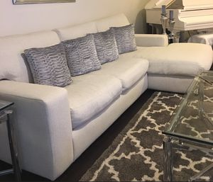"""King Charles"" White Down Sofa w/Chaise for Sale in Pompano Beach, FL"