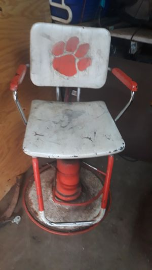 Antique barber chair for Sale in Greer, SC