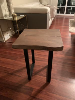 Wood end table for Sale in Dallas, TX